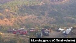 Пожарно-спасательная техника на месте тушения пожара в районе села Громовка возле Судака, 7 августа 2017 года