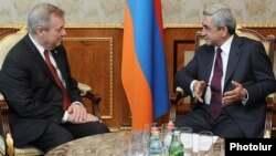 Armenia - President Serzh Sarkisian (R) meets U.S. Senator Dick Durbin in Yerevan, 1Jun2012.