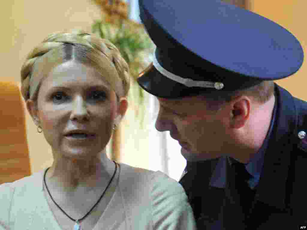 A police officer tries to calm Tymoshenko as she reacts to the court's verdict on October 11, 2011.
