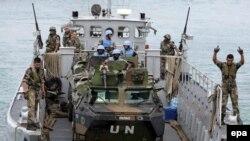 Французские миротворцы высаживаются в ливанском порту Накура