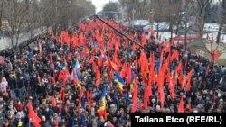 Кишиневтегі наразылық шеруіне қатысушылар. Молдова, 16 қаңтар 2016 жыл.