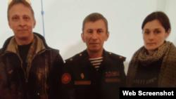 Сергей Дубинский (по центру)