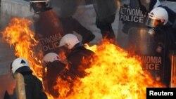 Neredi na ulicama u Grčkoj