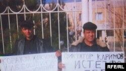 Даже в авторитарном Узбекистане недовольство режимом зримо проявляет себя. У ворот бухарской прокуратуры пикетчики требуют отставки президента