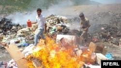 حرق النفايات في منطقة شاخكي بمحافظة دهوك