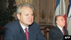 Predsjednik Srbije Slobodan Milošević (L) i predsjednik Predsjedništva BiH Alija Izetbegović (D)