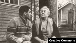 Ахматова и поэт Анатолий Найман, Комарово, 1965 год