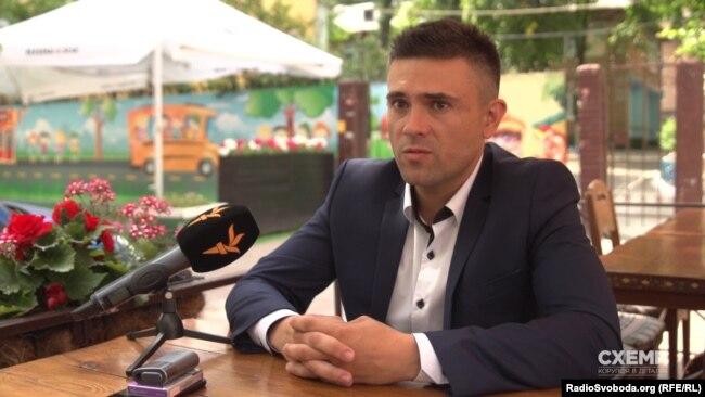 Фінансовий консультант «Скомпані» Руслан Зарум'янюк обіцяв уточнити дані про фінансовий стан в бухгалтера компанії і повідомити журналістам