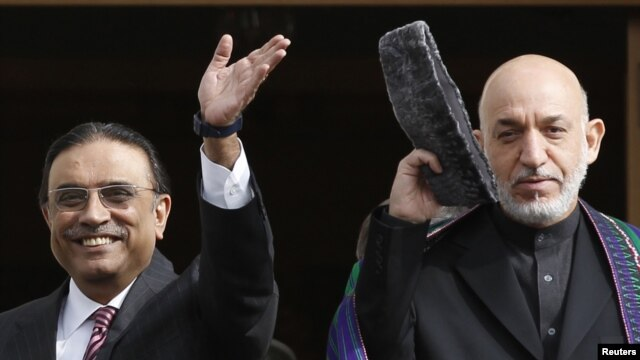 Pakistani President Asif Ali Zardari (left) and his Afgan counterpart Hamid Karzai in Istanbul ahead of a regional conference on security and cooperation.
