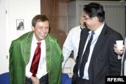 Аляксандар Лукашук і ягоны наступнік на пасадзе дырэктара Радыё Свабодны Афганістан Акбар Аязі, 30 лістапада 2005