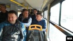 Skopski gradonačelnik Petre Šilegov u gradskom prijevozu