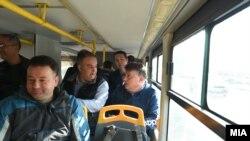 Архивска фотографија - Градоначалникот на Скопје Петре Шилегов во автобус.