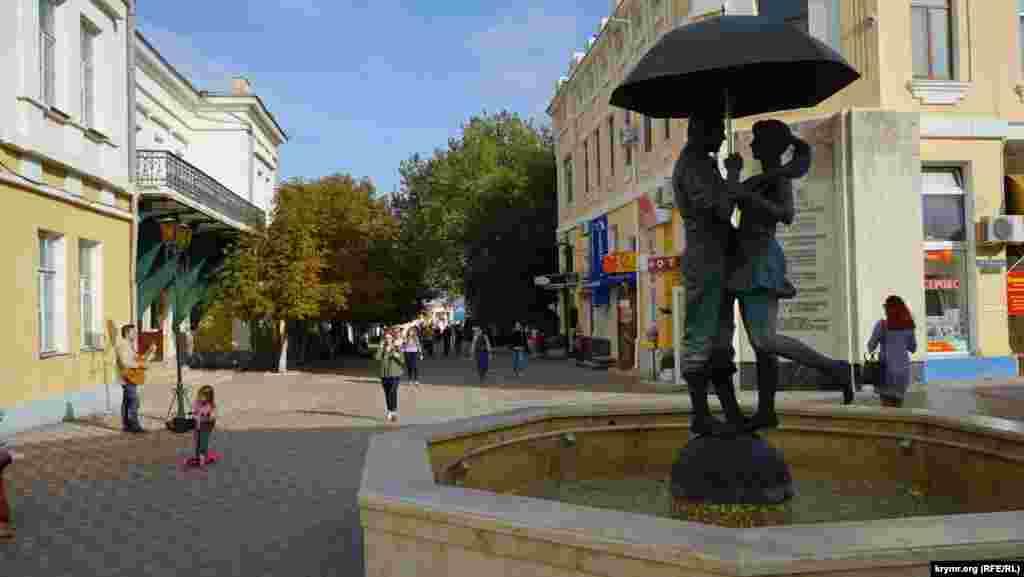 Новому памятнику на перекрестке улиц Земской и Галерейной пока официально не придумали название