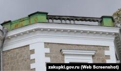 Недостающие балясины на кровле Дворца Кузнецова