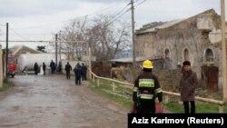Спасатели на место пожара в Баку