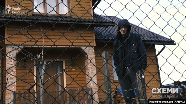 Cпіввласник «Елітбудгруп» Володимир Голиш теж неохоче спілкувався зі знімальною групою