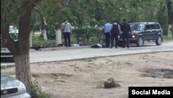 Співробітники поліції біля жертв нападів у Актобе, Казахстан, 5 червня 2016 року