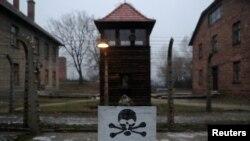 На территории бывшего концентрационного лагеря «Аушвиц» («Освенцим»)