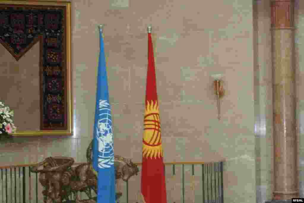 3-апрелде Бириккен Улуттар уюмунун баш катчысы Пан Ги Мун Борбор Азияга сапарынын алкагында Кыргызстанга келди.