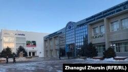 Здание Актюбинского регионального государственного университета имени Кудайбергена Жубанова. 26 декабря 2019 года.