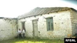 Kənd məktəbinin binasında uzun müddət hərbçilər yerləşdiyindən və orada heç bir təmir işləri aparılmadığından tamam yararsız hala düşüb