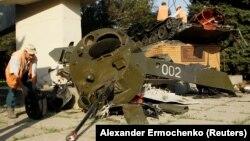 Пошкоджений «пам'ятник» у контрольованому бойовиками Луганську, 19 вересня 2017 року