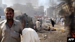 صحنه ای از محل انفجار در پیشاور