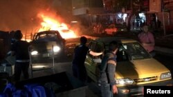 مواطنون يتجمعون في مكان تفجير ببغداد