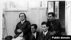 Казимир Малевич в Немчиновке (1933 год). Крайний справа - Николай Харджиев, вывезший ряд работ художника из Советского Союза