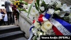 Cveće na mestu ubistva mladića, Beograd, 2010.