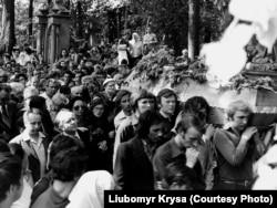 Похорон Володимира Івасюка перетворився в масову акцію