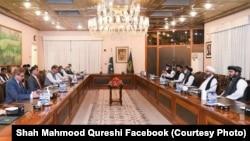 شاه محمود قریشی وزیر خارجه پاکستان با هیئت طالبان در اسلامآباد