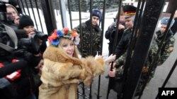 (архівна фотографія) Активістка FEMEN під час акції «Обери мене», січень, 2010 рік