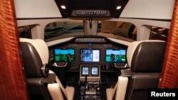 Unutrašnjost pilotske kabine aviona tipa cessna