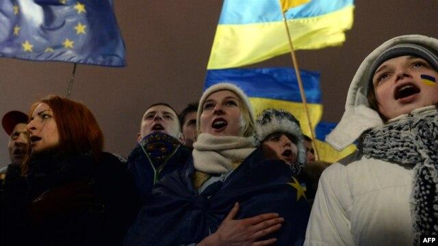 Киев Майданындағы жастар.