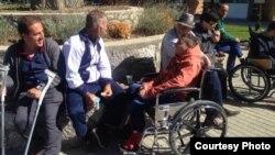 Луѓе во инвалидски колички во Дебар