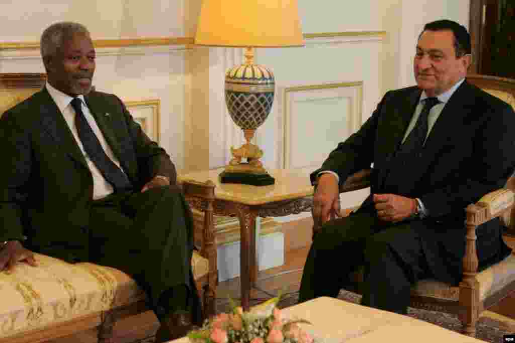 Mubarak meets with UN Secretary-General Kofi Annan in Alexandria in September 2006.