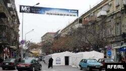 Bakının mərkəzində yas mərasimi-çadırlar yolu bağlayıb