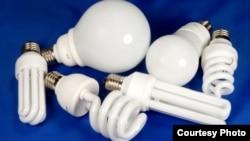Несколько энергосберегающих ламп.