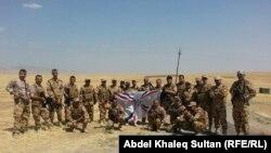عناصر من فوج دويخ نوشا المسيحي في قرية الشرفية قرب الموصل