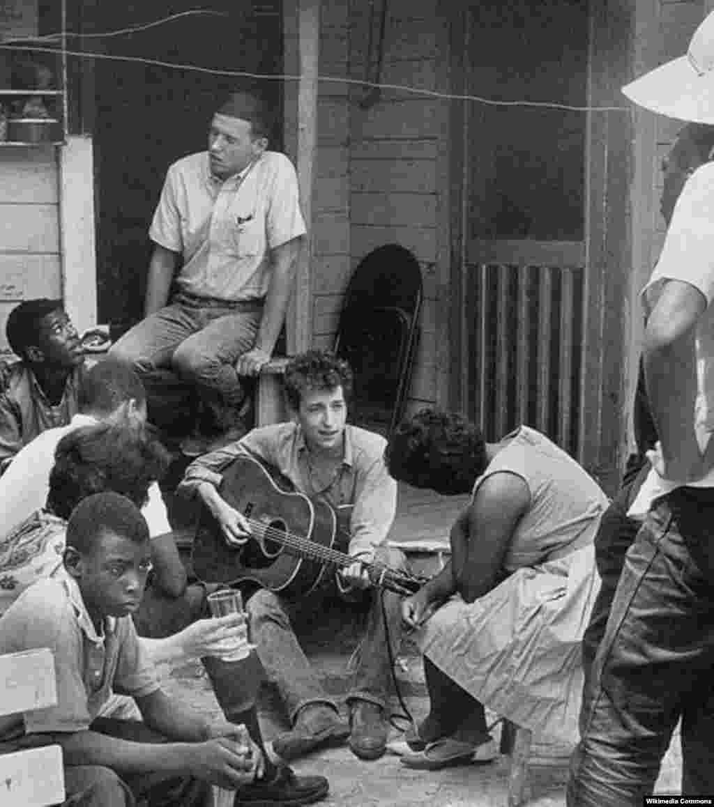 Dylan with the Student Nonviolent Coordinating Committee in Greenwood, Mississippi, in 1963.