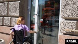 Dövlət qayğısızlığından şikayət edən 42 yaşlı Samirə Şirinova 33 ildir yataq xəstəsidir