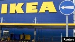 """""""IKEA"""" dükanynyň daşy."""