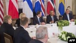Pamje nga takimi i mbrëmshëm i Obamës me zyrtarët e lartë të pesë vendeve nordike në Shtëpinë e Bardhë