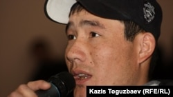 """Уволенный работник компании """"Каражанбасмунай"""" Аккали Каленов. Актау, 24 декабря 2011 года."""