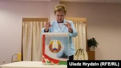 Belarus - Parliamentary elections. Early voting. The CEC chairman Lidziya Yarmoshyna votes. Minsk, 7Sep2016