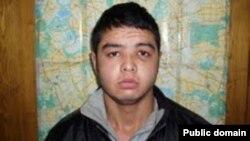 Россия суди томонидан қотилликда айбланган Бобур Солиев.