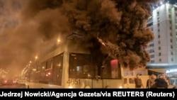 Pamje nga protestat në Bjellorusi një natë më parë.