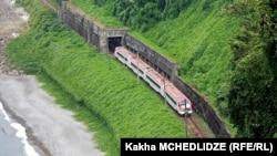 Использовать возможности новых поездов по максимуму пока не позволит качество железнодорожных путей в Грузии
