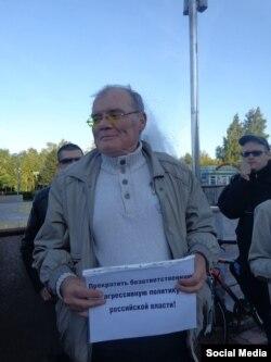 Михаил Мордовин на одной из акций протеста